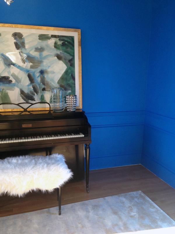 glossy-blue-room