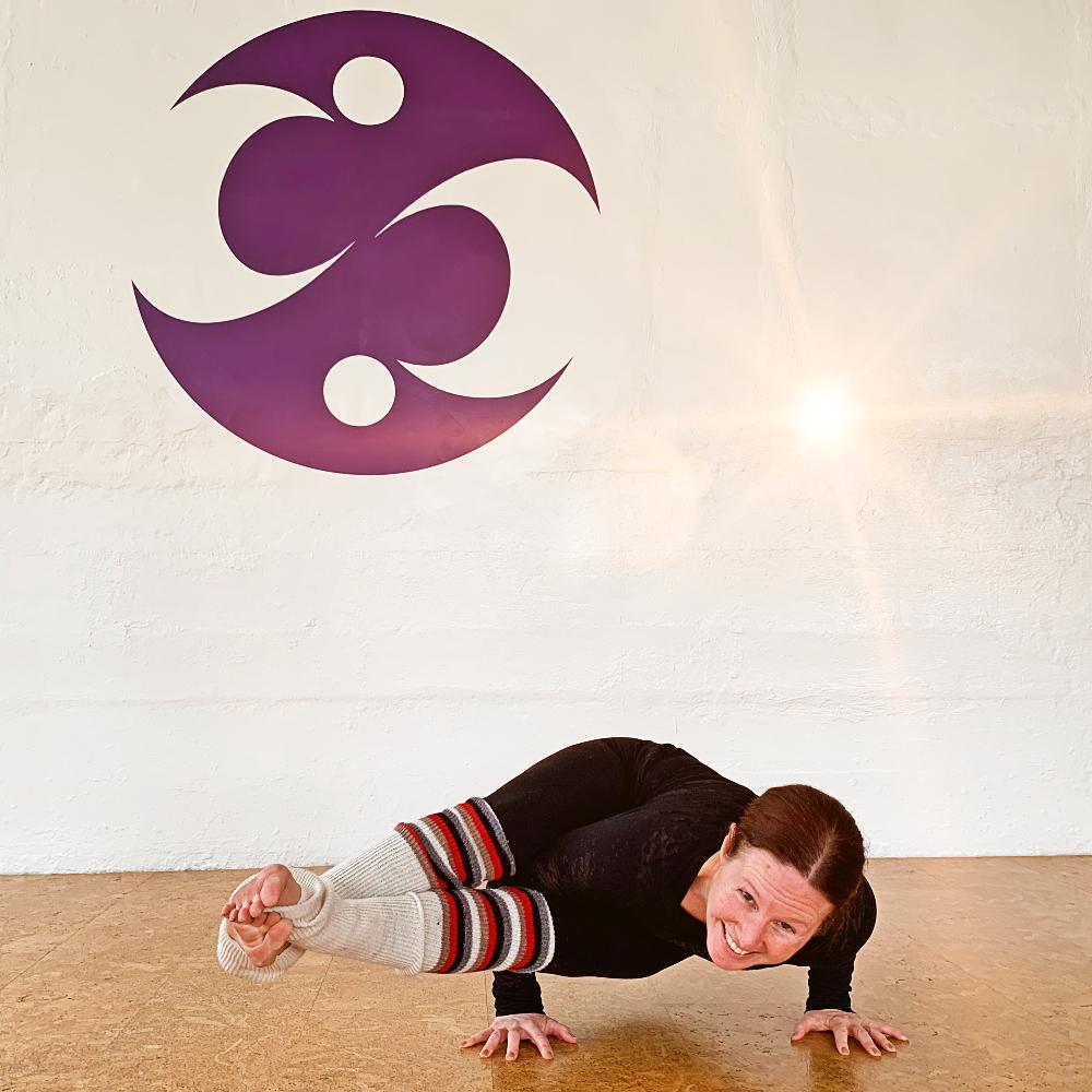 antonia 8-angle pose (1).jpg