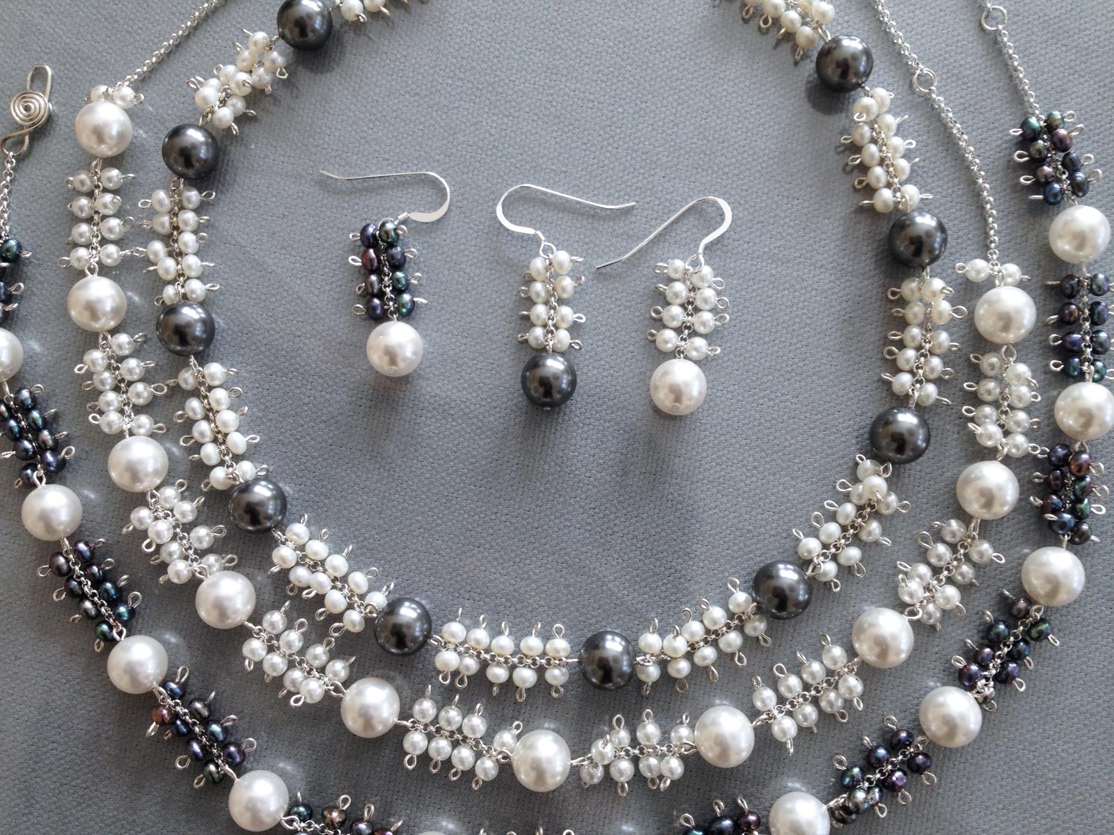 Bubbles-Black & White 2004  Necklace, Bracelet & Earrings  Freshwater Pearl, Swarovski Pearl, Sterling Silver