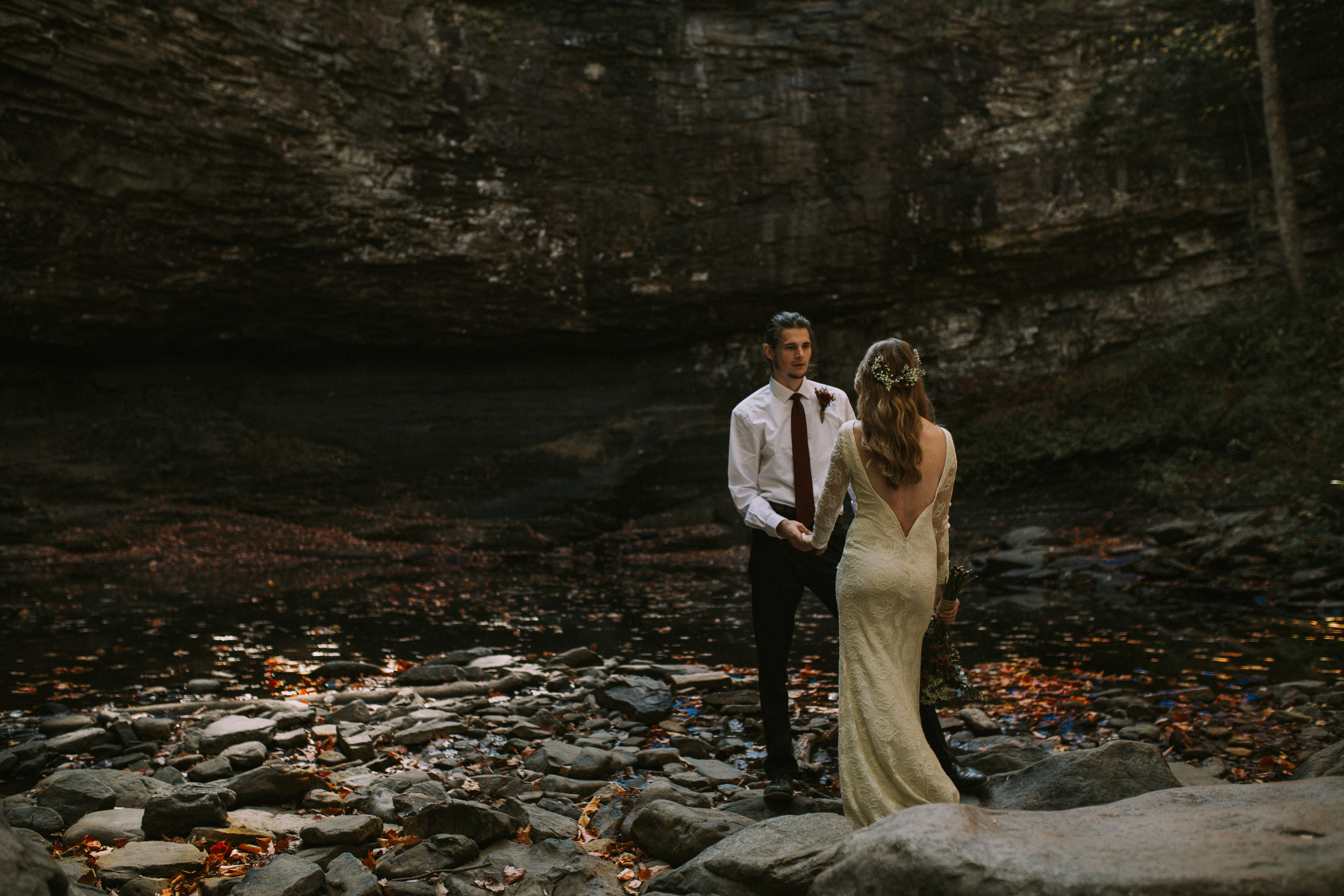 romantic elopement couple in cloudland canyon georgia in the fall