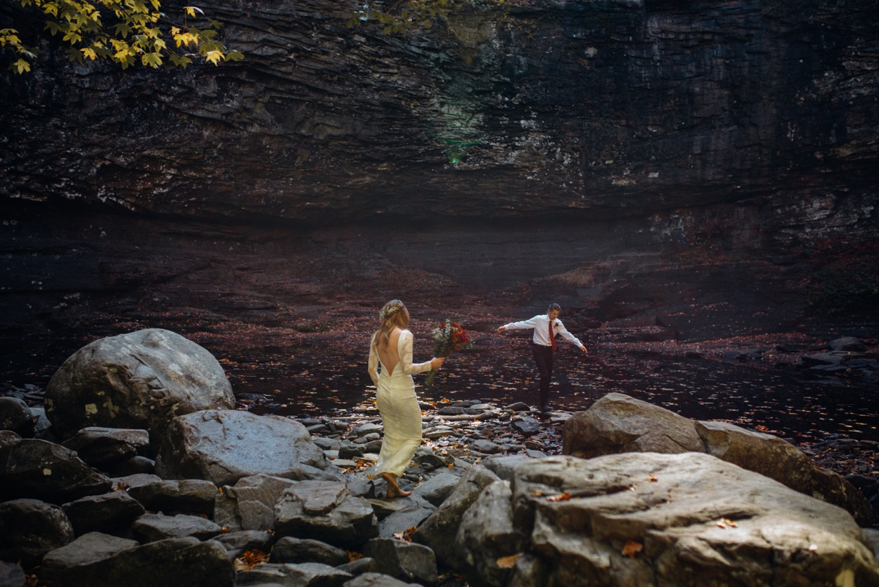 romantic couple playing in cloudland canyon river in fall in georgia