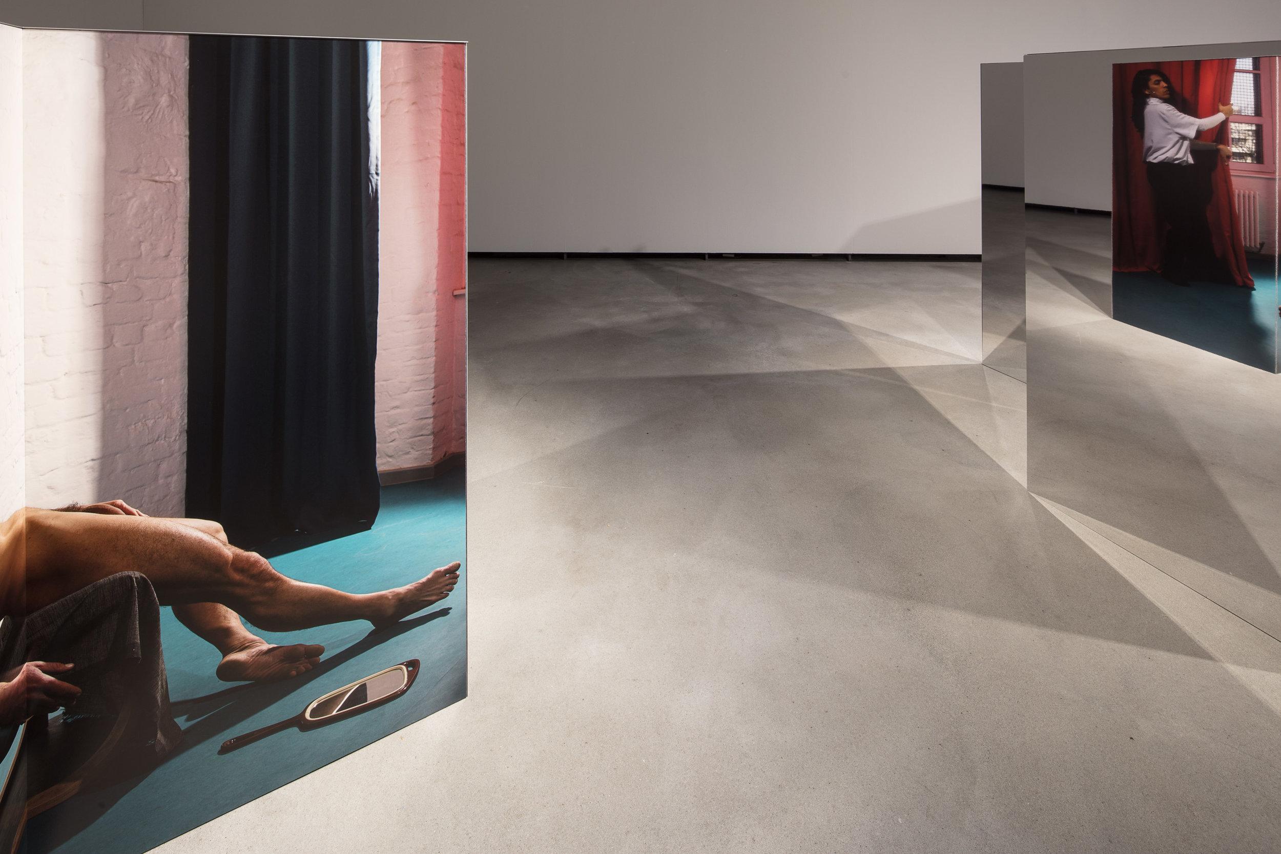 4.Changing Room, Installation view Künsterlhaus Bethanien, archival pigment print on AluDibond, mirror, aluminium, 2017