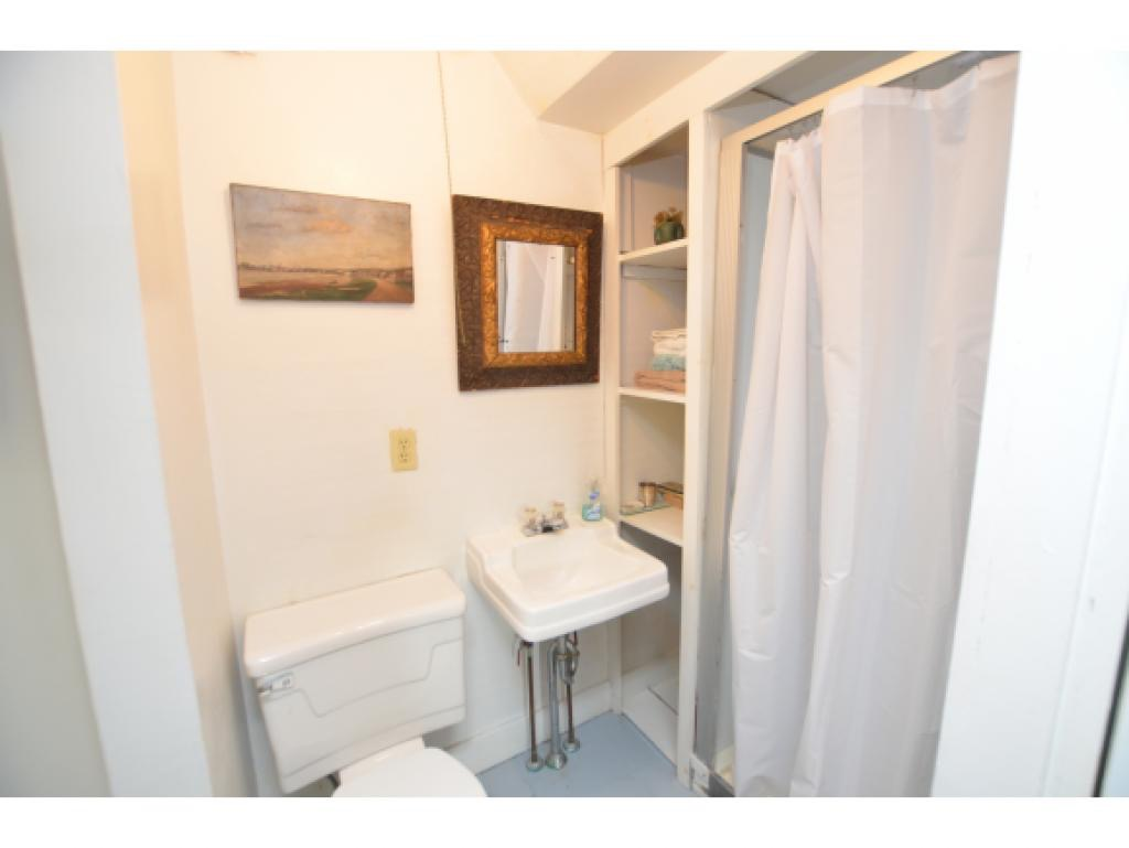 Master Bath Before 4.jpg