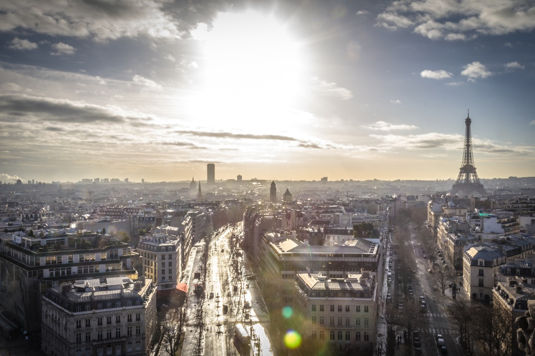 Learn French in Paris - Parlez-vous Français? Assimilate yourself in the language of love by learning French in Paris - the city of lights!