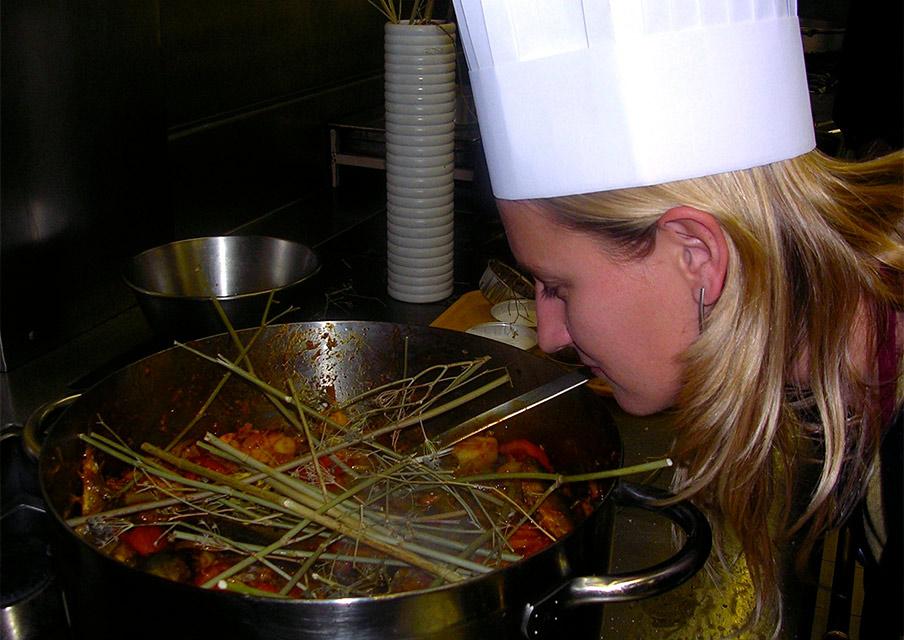 TIK_ProvenceVacations_chef-cooking.jpg