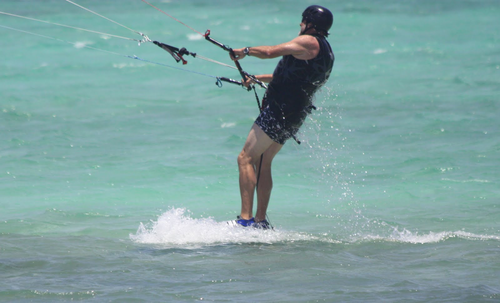 Dad kitesurfing, kitesurf cayman,