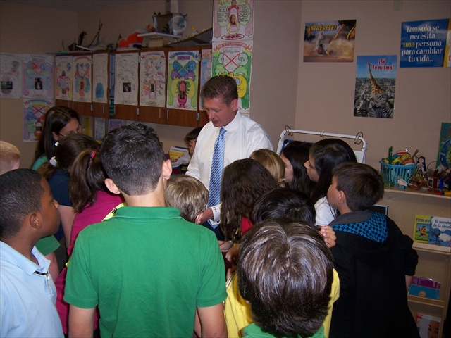 harvey-oyer-with-students-7.JPG