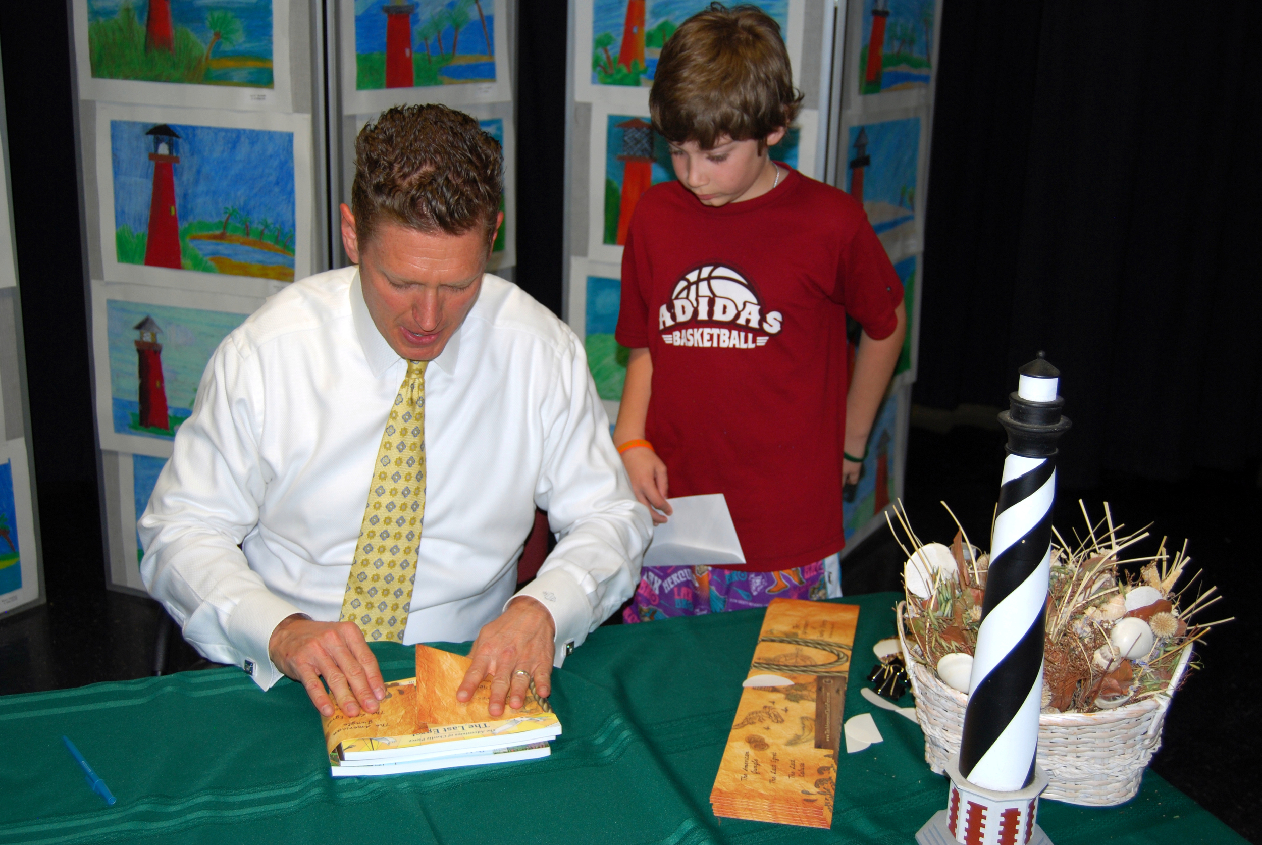 harvey-oyer-with-students-8.JPG