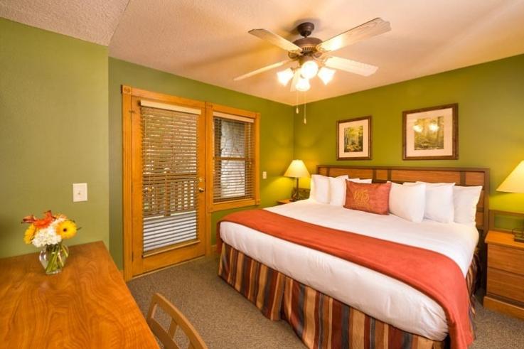 wg-smoky-mountain-interior-bedroom-V2-740-737x491_c.jpg