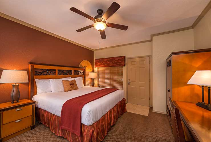 740x498-wgpainted-mountain-villa-one-bedroom-master-.jpg