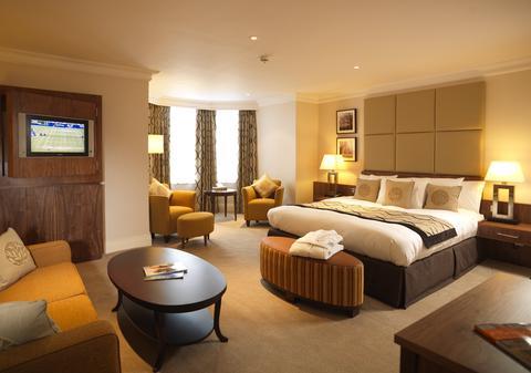 2631759-BEST-WESTERN-PLUS-Reading-Moat-House-Hotel-Guest-Room-3-DEF.jpg
