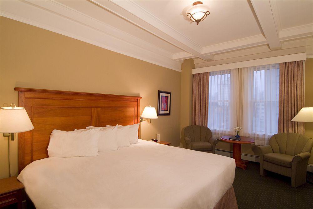 sylvia-hotel-king-room.jpg