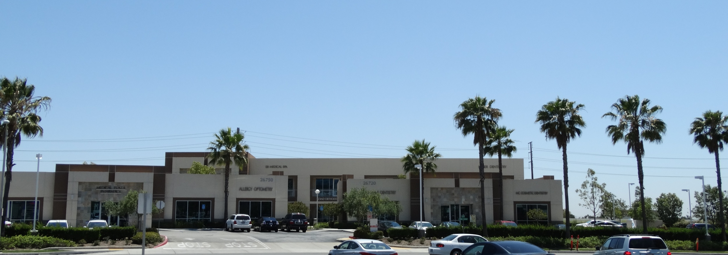 The Foothill Ranch Medical Plaza is locatedat the corner of Auto Center Drive and Towne CenterDrive in Foothill Ranch.
