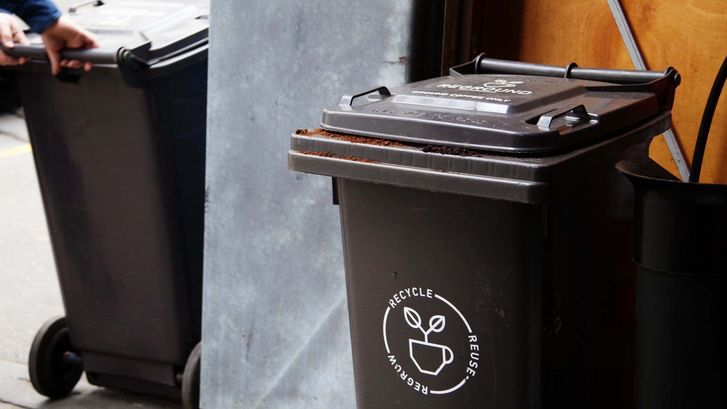 A unique bin for ground coffee that makes it super simple to empty your knockbox -