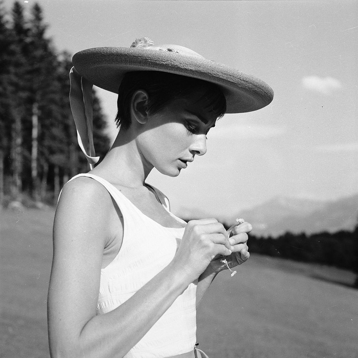 Audrey_Hepburn_auf_dem_Bürgenstock_(10).jpg