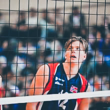Eirik Åsmul - Eirik går i dag på Toppvolley Norge i Suldal kommune og kan vise til gode resultat innan både volleyball og strandvolleyball. Han er med på U-19 landslaget både i volleyball og i sandvolleyball.Det er store kostnader knytt til reise, treningssamlingar og konkurransar og vert tildelt eit ungdomsstipend på kr. 25.000,- til vidare utvikling. Me ønskjer deg lykke til vidare!