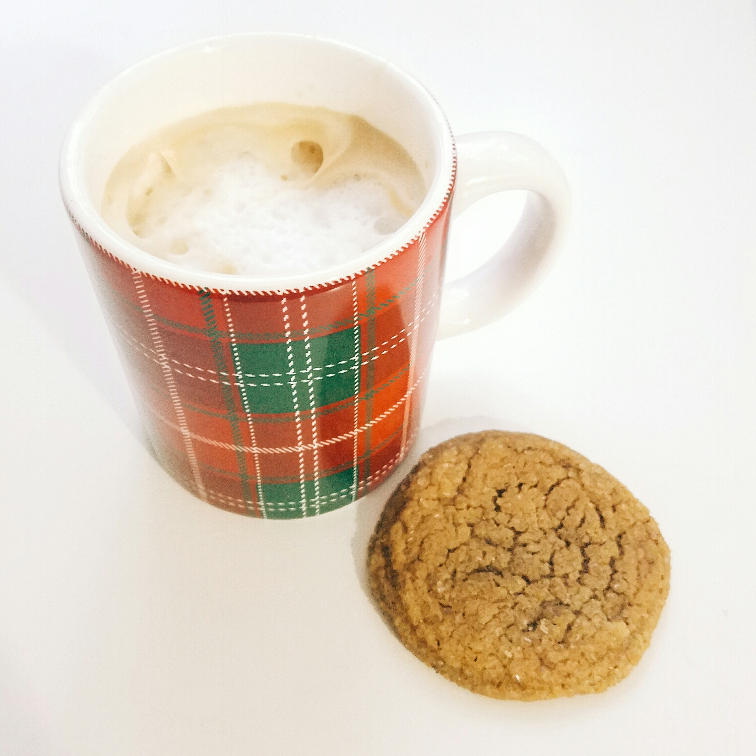 December has the best snacks! Latte & molasses spice cookie