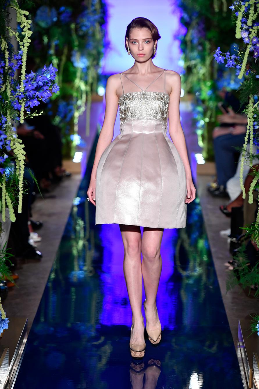 Guo-Pei-FW17-18-Couture--Look-6.jpg