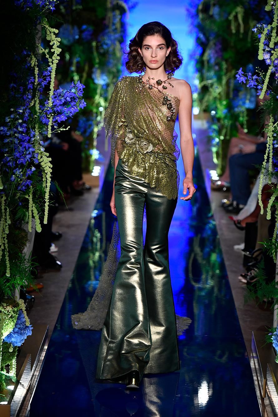 Guo-Pei-FW17-18-Couture--Look-19.jpg