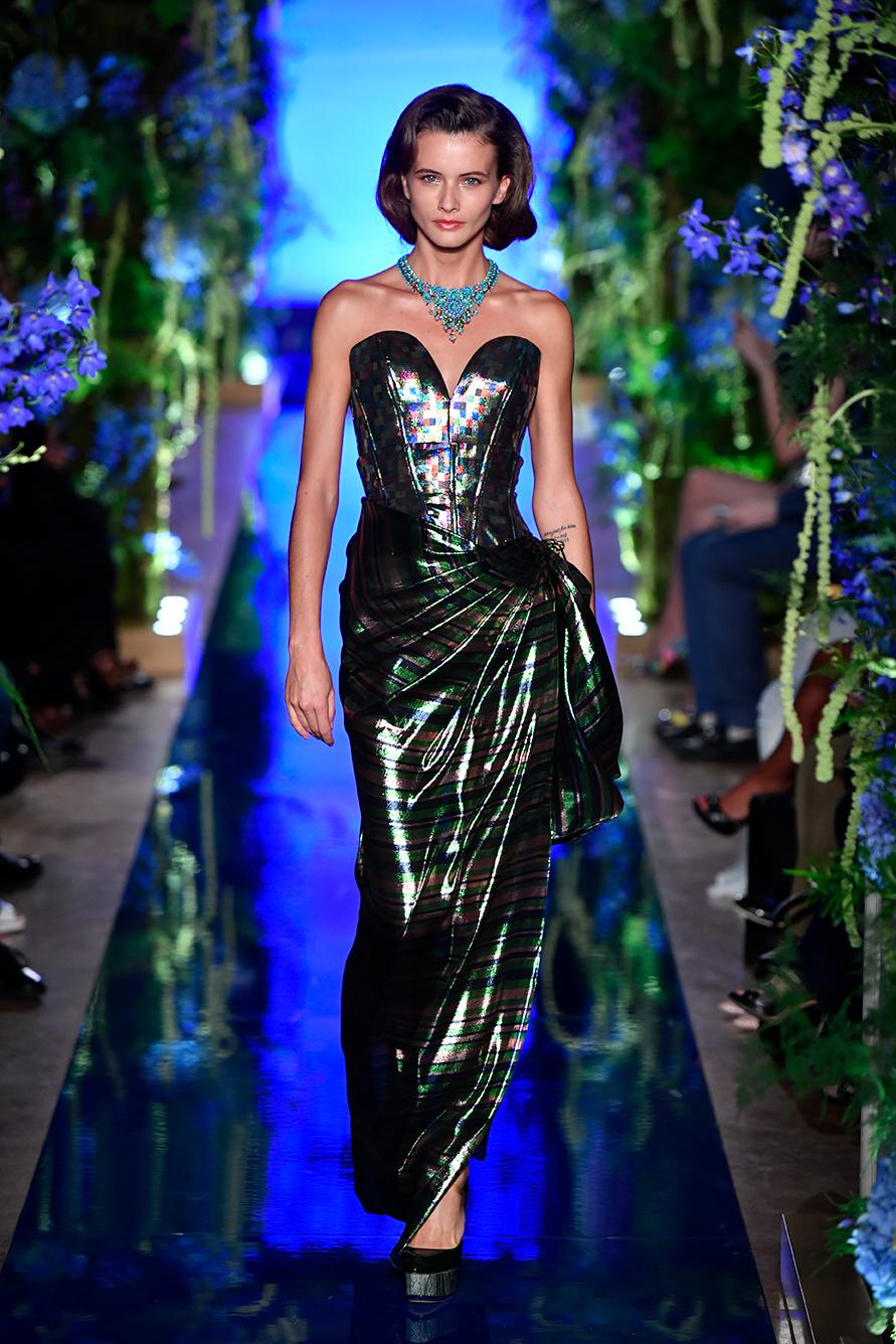 Guo-Pei-FW17-18-Couture--Look-21.jpg