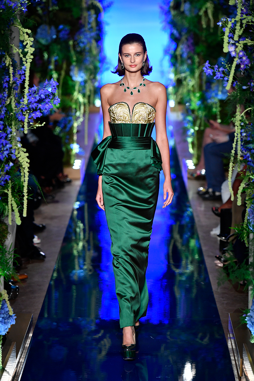Guo-Pei-FW17-18-Couture--Look-22.jpg