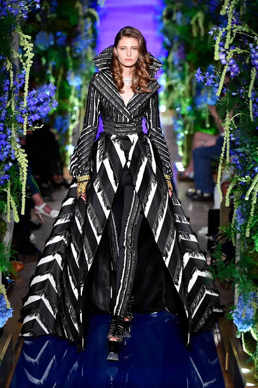 Guo-Pei-FW17-18-Couture--Look-27.jpg