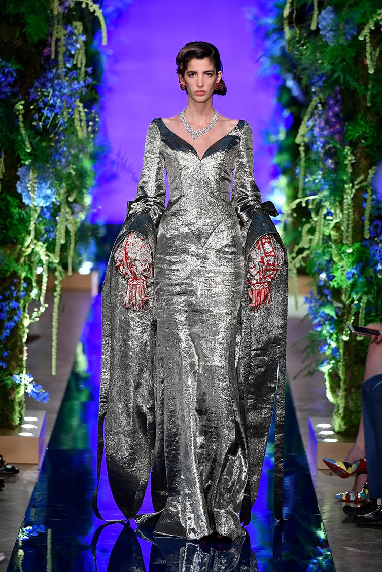 Guo-Pei-FW17-18-Couture--Look-38.jpg