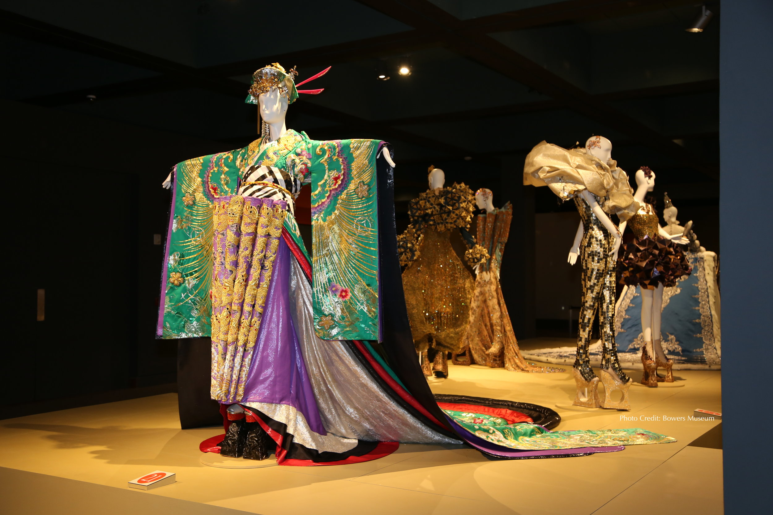 "Bowers Museum ""Guo Pei : Couture Beyond"""