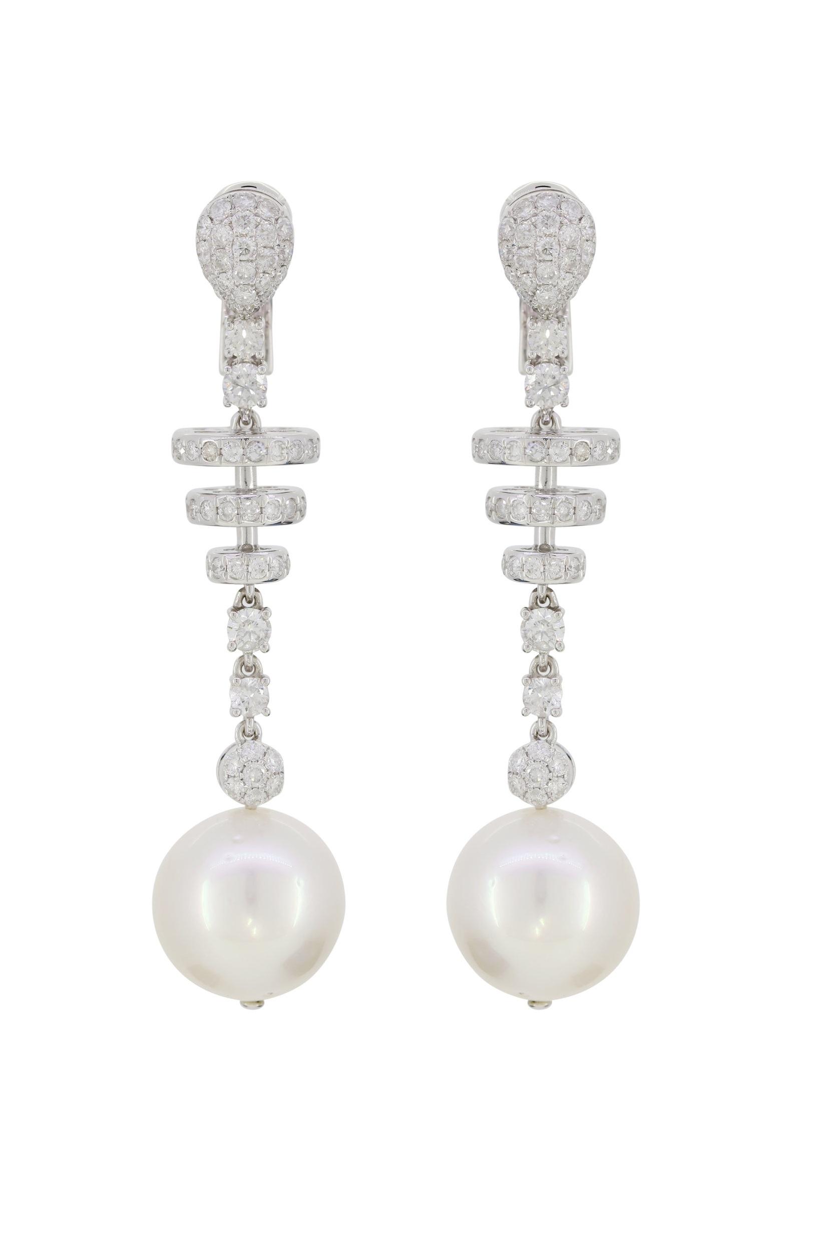 Stones:   -Akoya Pearl  -White Diamond Round Full Cut