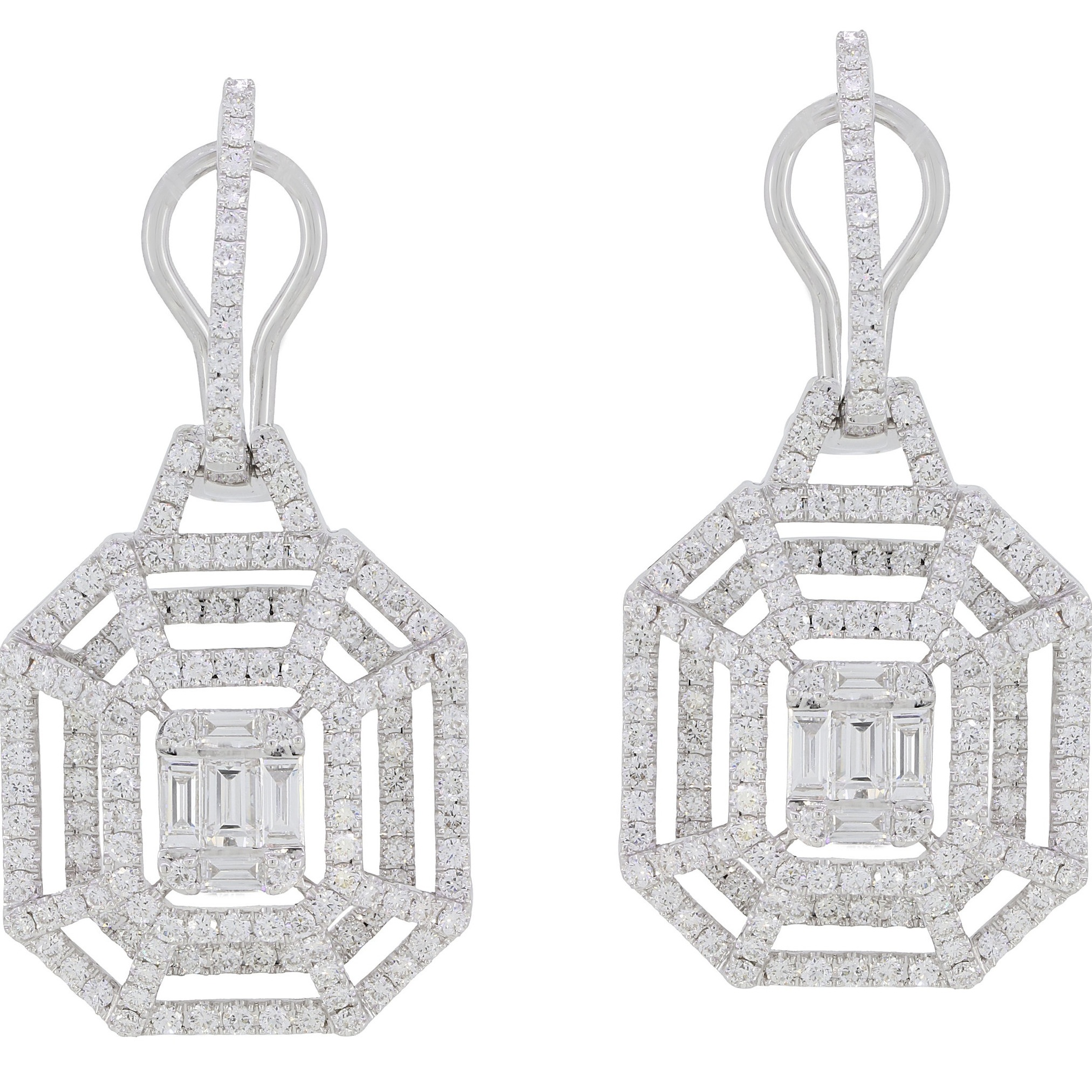 Stones:   -Diamond Round Full Cut  -Diamond Baguette
