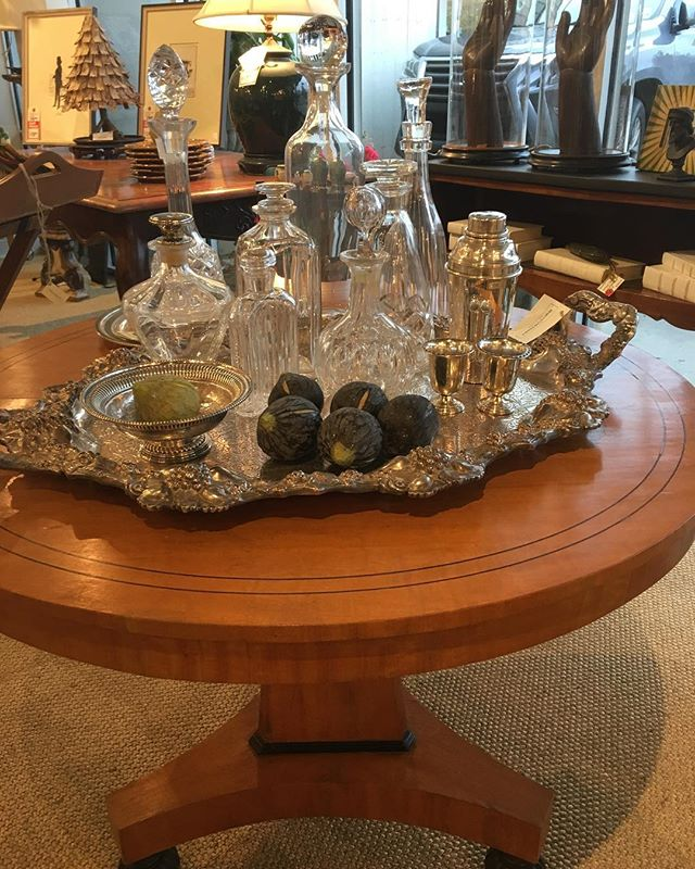 Elevate your holiday party with crystal and silver barware. #interiors #interiordesign #rogersandmcdaniel