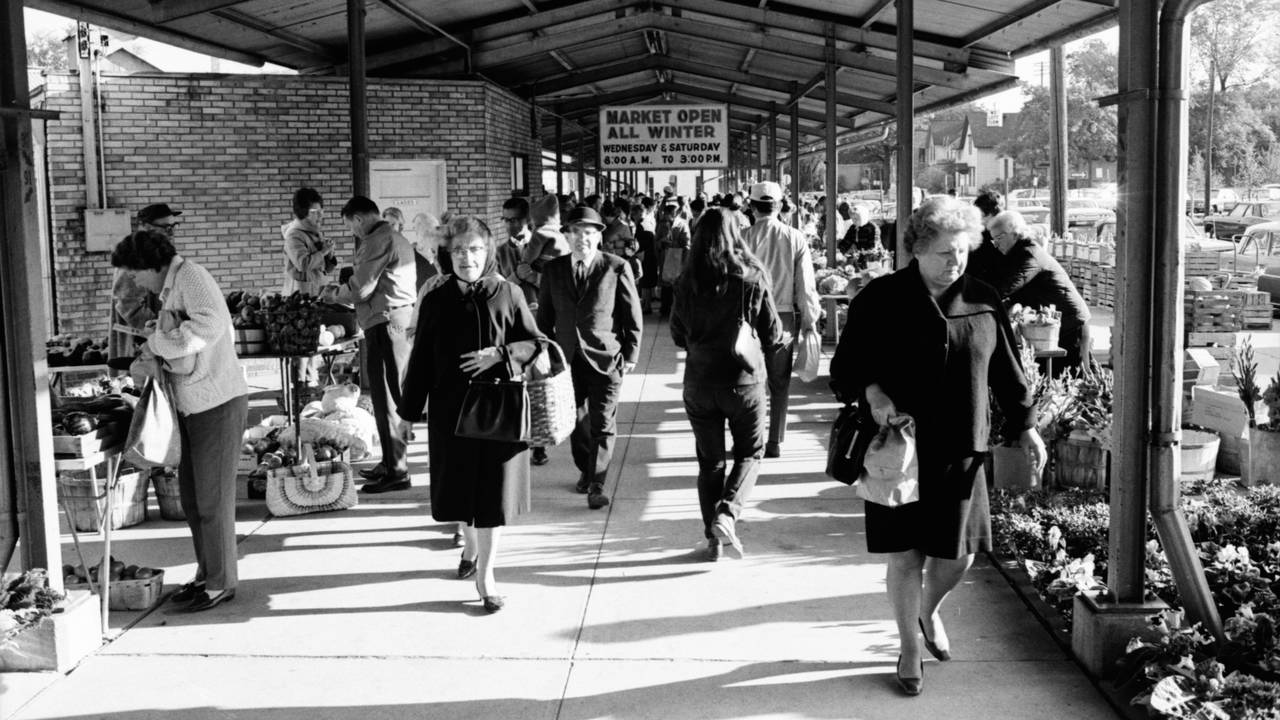 Shoppers at the Ann Arbor Farmers Market on a cool day in 1968. (Credit: The Ann Arbor News archives courtesy of oldnews.aadl.org)