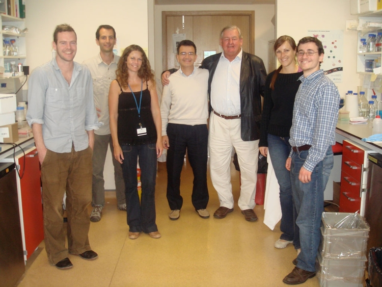 Trustee Donald Legget and the staff of Prof.s Cerundolo's lab at the John Radcliffe Hopspital