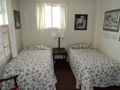 East house - Downstairs Bedroom