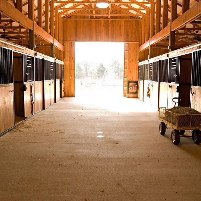 Stables at #catawbariverclub . . . . . . #theriverclub #catawbariver #horsebackriding #stables #mountainhorses #horselife #riverlife #mountainlife #greenerpastures #morganton #morgantonnc