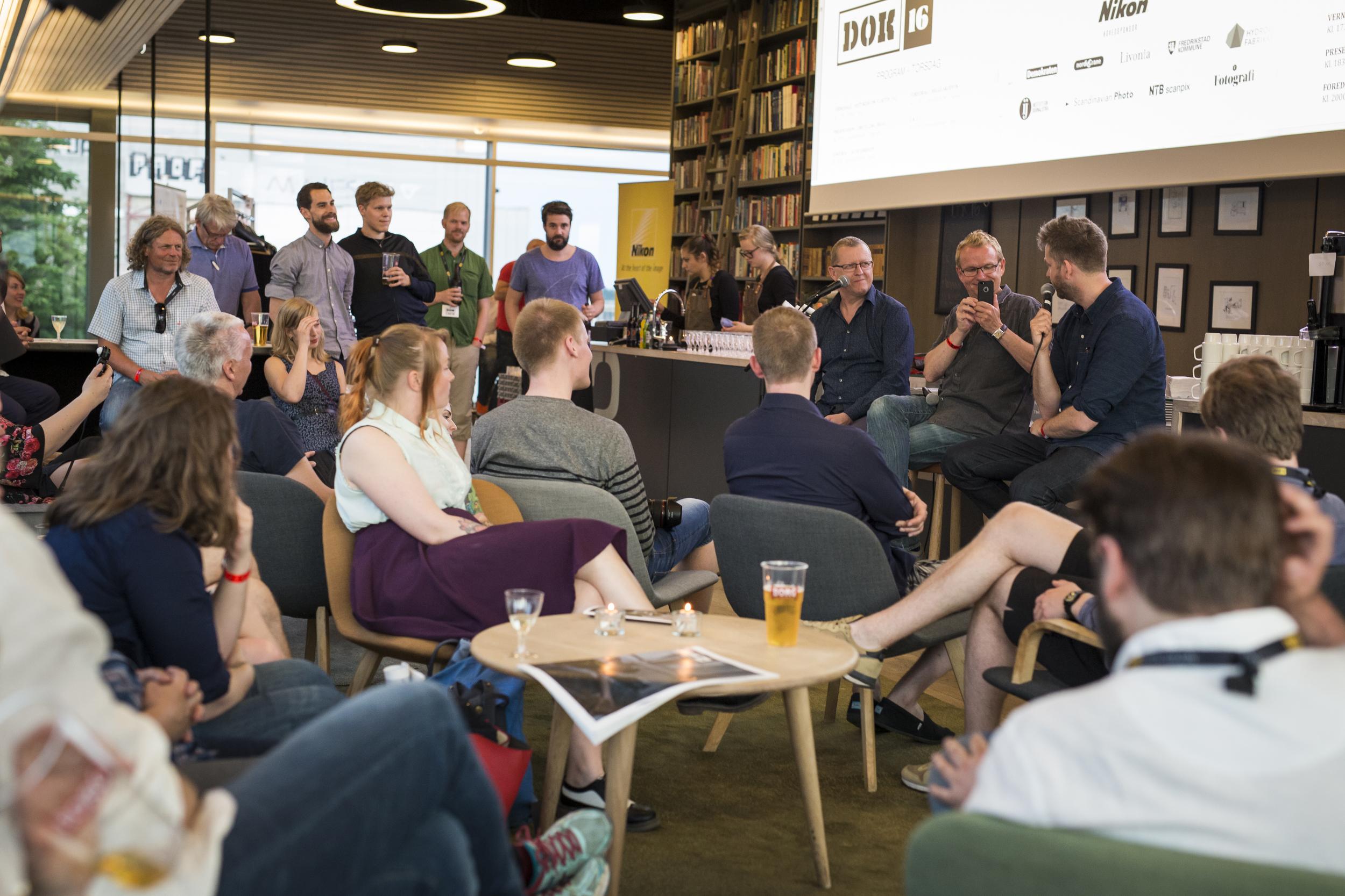 Q&A med Helge Skodvin og Jacob Ehrbahn i Litteraturhusets bar. Foto: Kristine Lindebø