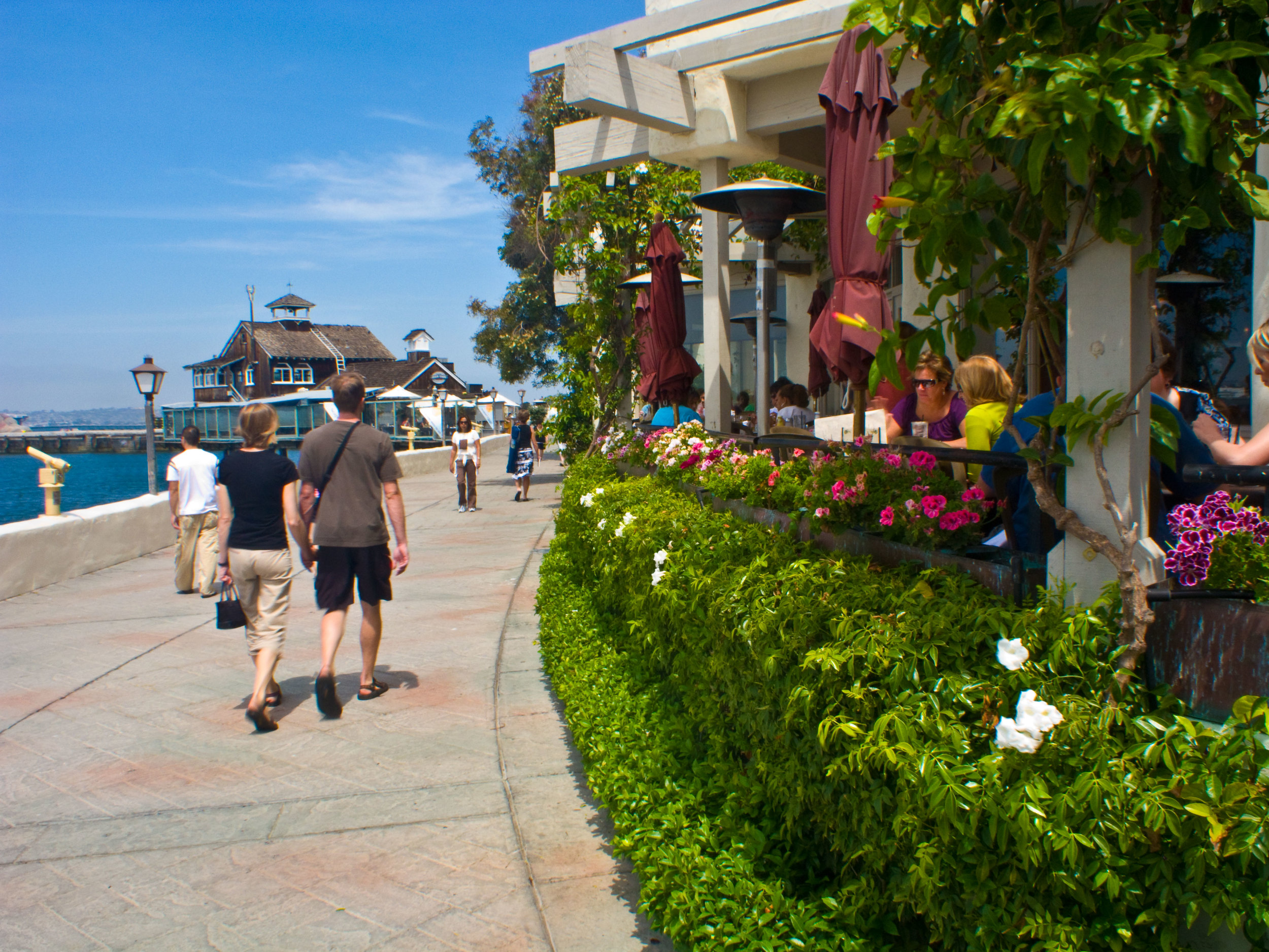 A 14 acre waterfront shopping, dining and entertainment complex recreating a harbor side setting of a century ago. Includes 54 one of a kind shops, 13 casual dining eateries, 4 fine dining waterfront restaurants, and located in close proximity to local hotels. Opened in 1980.
