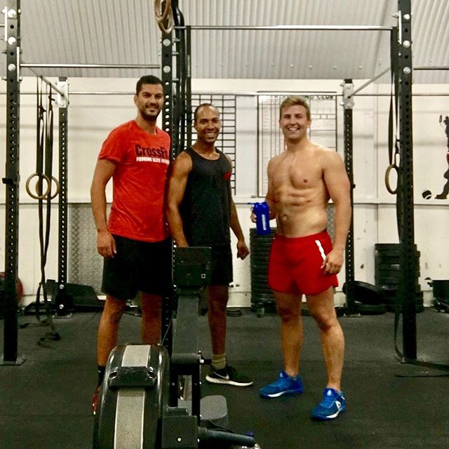 Nice to have @fitspo_fin and his buddy Tyson drop into @crossfitse11 for a workout this lunchtime . 16min pair workout: 12 box-jump 20 KBS/KB Snatch 28 sit-ups . Then . 3 rounds of 1min max effort row 1min rest 1min max effort burpees over tower 1min rest . #crossfit #vauxhall #london #london training #rowing #burpees #boxjumps #kettlebell #thecrossfitvoyage