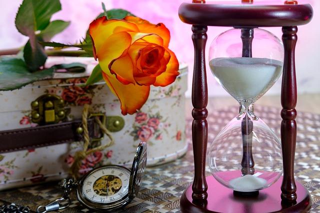 hourglass-3197635_640.jpg
