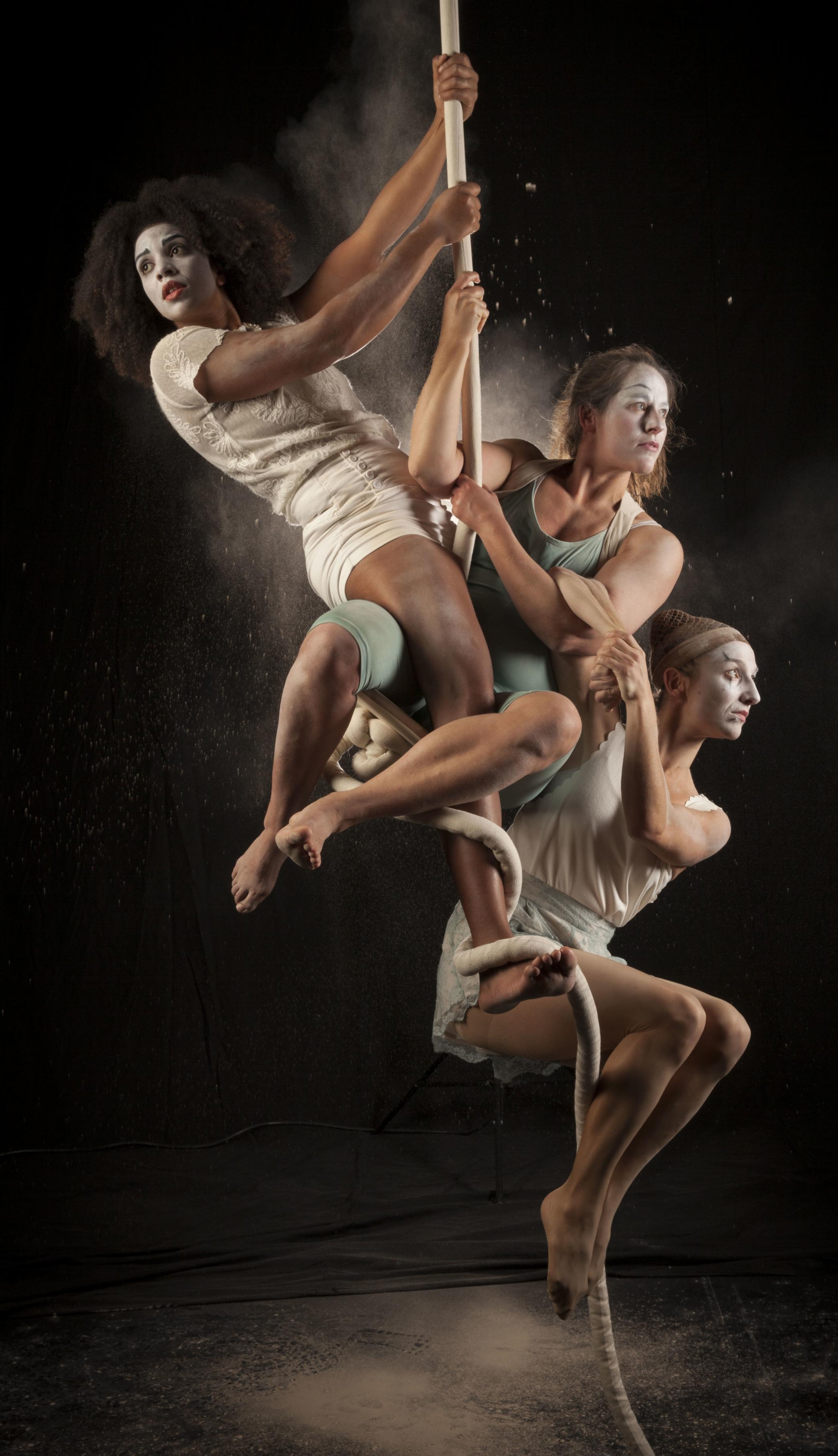Company: MIMBRE. Show: EXPLODED CIRCUS. Photo: ERIC RICHMOND
