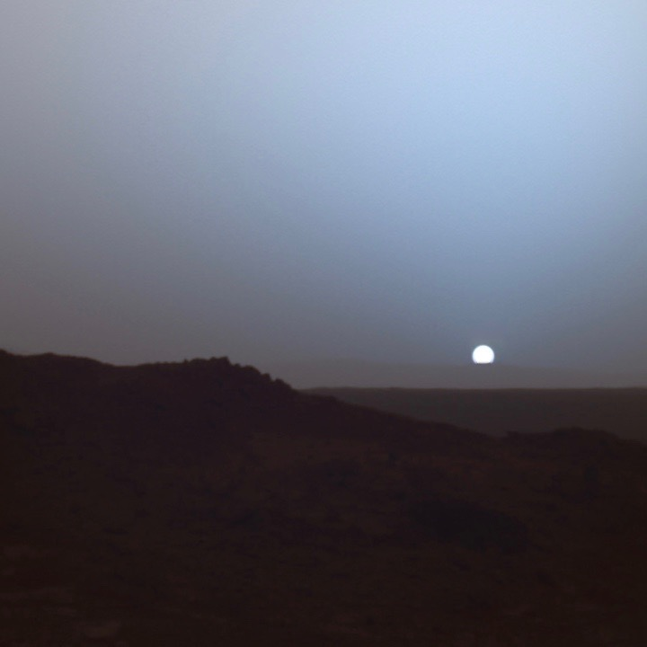 Dr. Alejandro Soto  visits the show to talk about the different atmospheres found on planets and moons in our solar system. We talk about wind on Mars, the opening scene of The Martian, Pluto's thin atmosphere, and what it is like on Saturn's moon Titan.