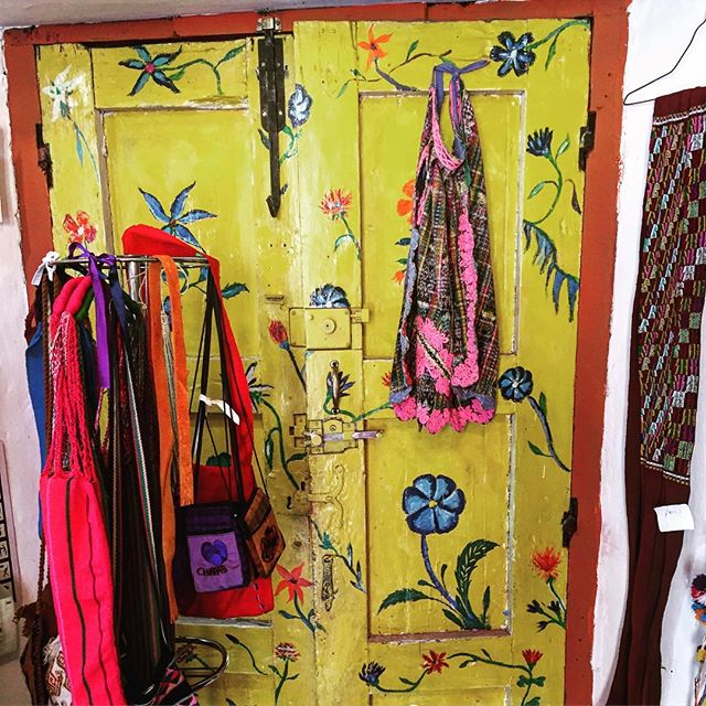 #art  #texture #colors #flowers #handmade #craft #mexico #chiapas #sancristobal #door #yellow #design #interiordesign #fashion #handbags #jewelry #jewelrydesigner #paint #pink #sustainable #culture #skull #pattern #handmade