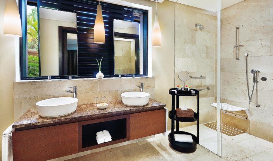 pezula-deluxe-suite-bathroom-1.jpg