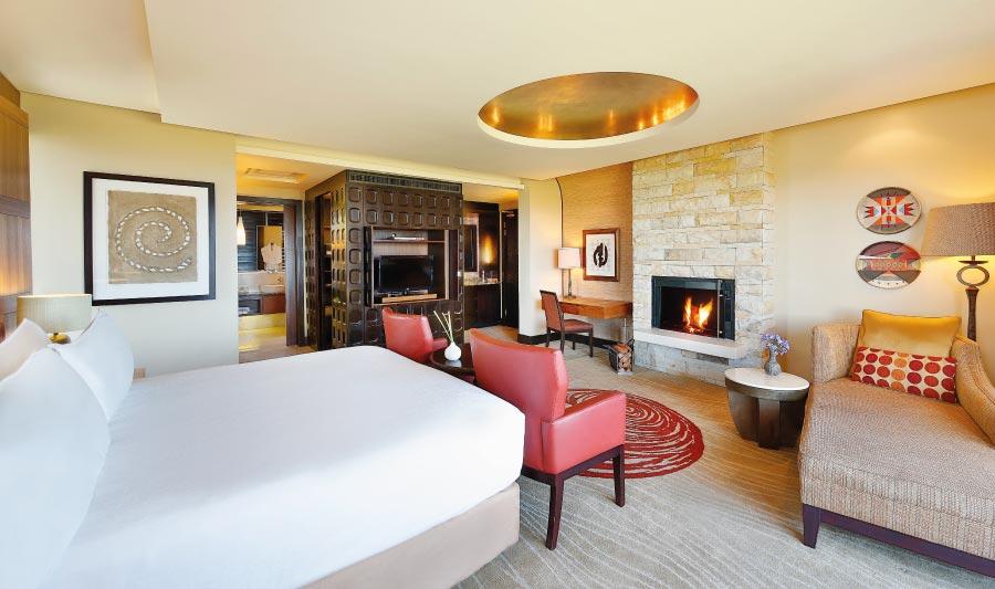pezula-deluxe-suite-bedroom-1.jpg