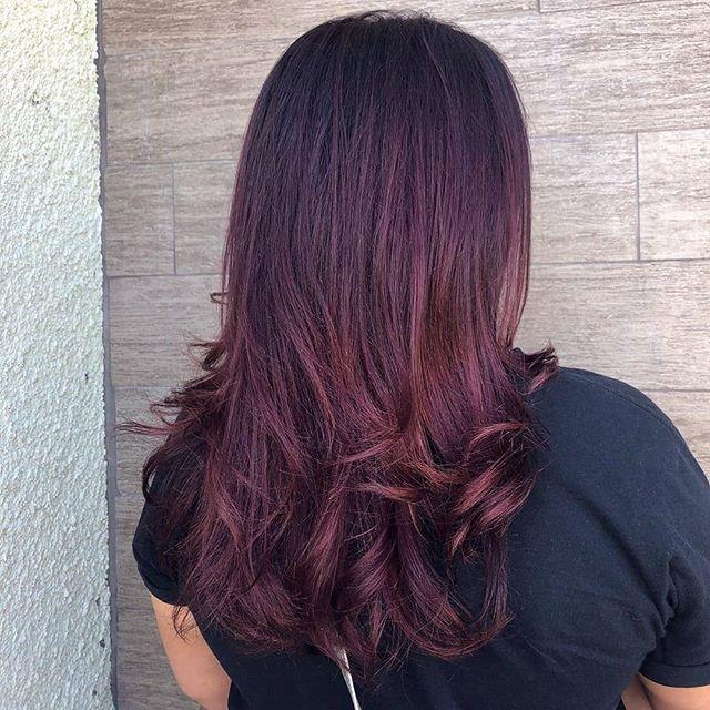 Nothin' like a fresh blowout💨💨@samiii_b_ #TrueAvedaSalon . . . .  #avedalasvegas #avedainstitutelasvegas #avedared #avedareds #aveda #avedahair #avedasalon #trueaveda #hairbysamiiib #hair #hairstyles #hairstyle #hairstylist #hairdresser #hairwhisperer #red #redhair #redviolethair #redviolet #shampooblowdry #curls #loosecurls #lasvegas #lasvegasstylist #hospii