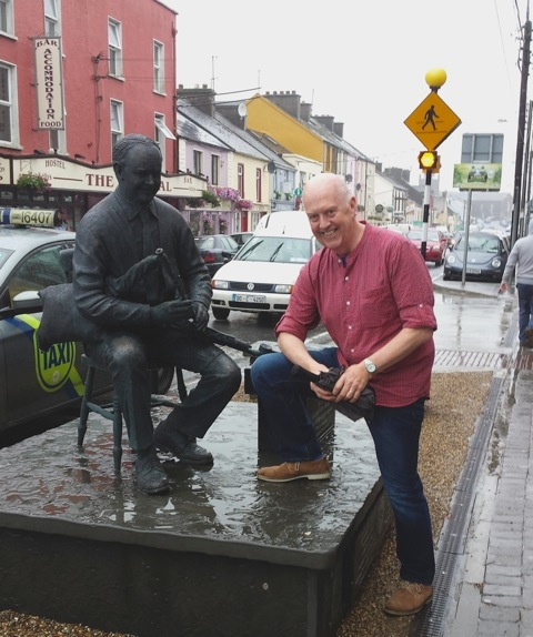 Manus and Willie Clancy having a wee chat in the rain in Milltown Malbay on 12.7.15.Thanks to Brigid Breen for the photo