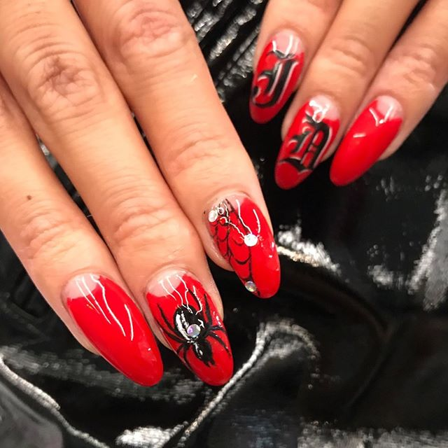 WAH gals are starting to feel spooky now! 👻👻👻 Follow the link in our bio 📲 to have your Halloween nails done by kweens @jaydeau @princesschanira ❤️