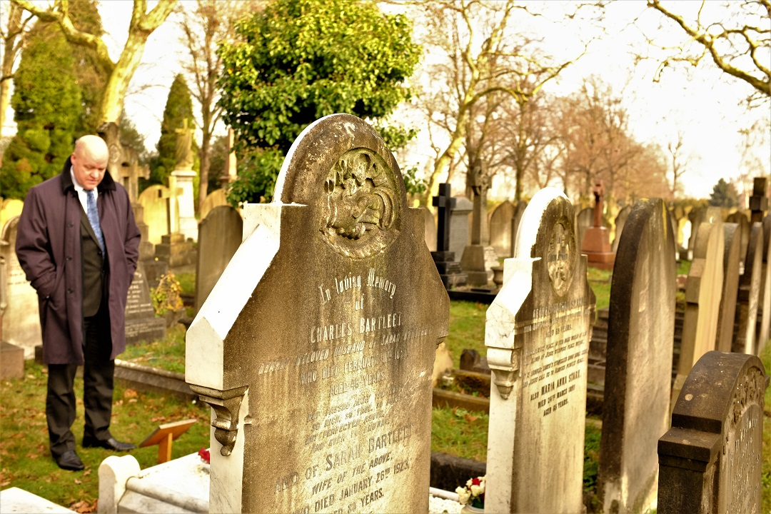 Meet London's Grave Recyclers - Writing/Audio/Video
