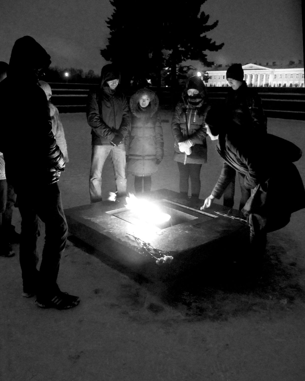 Eternal_Flame_Night_BW_St_Petersburg_Russia.jpg