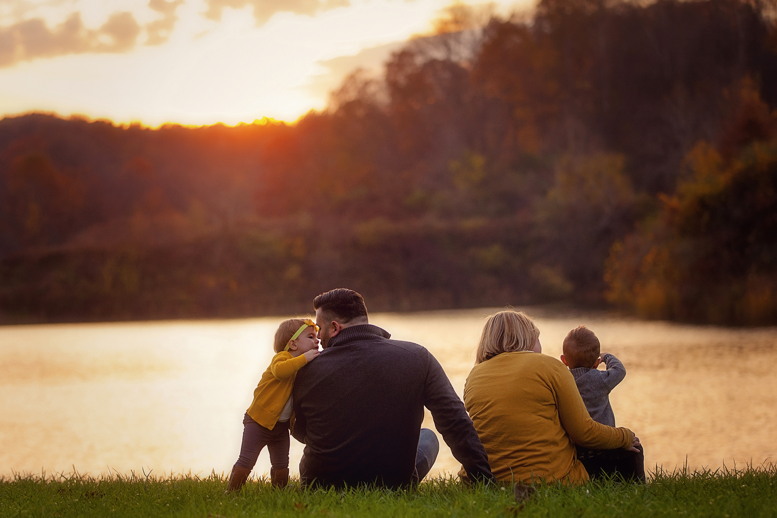 outdoor-cleveland-photographer-fall-family-portrait-sessions.jpg